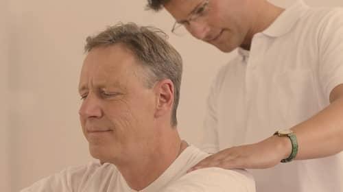 กระดูกคอเสื่อม (Cervical Spondylosis) : อาการ สาเหตุ การรักษา