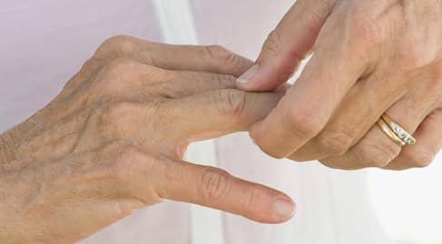ปวดข้อนิ้วมือ (Finger Joint Pain) : อาการ สาเหตุ การรักษา