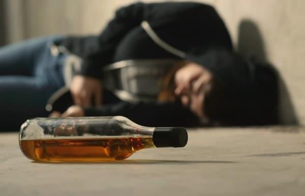 โรคพิษสุราเรื้อรัง (Alcoholism) : อาการ สาเหตุ การรักษา