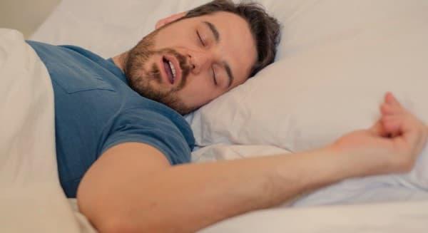 ภาวะหยุดหายใจขณะหลับ (Obstructive Sleep Apnea) : อาการ สาเหตุ การรักษา