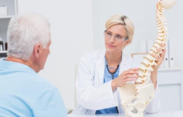 โพรงกระดูกสันหลังตีบแคบ (Spinal Stenosis) : อาการ สาเหตุ การรักษา