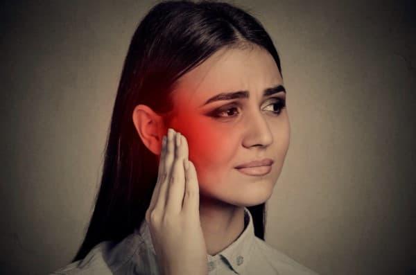 โรคปวดเส้นประสาทใบหน้า (Trigeminal Neuralgia) : อาการ สาเหตุ การรักษา